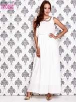 Biała sukienka maxi z łańcuchem przy dekolcie                                                                          zdj.                                                                         2