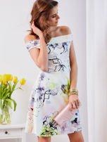 Biała sukienka z odkrytymi ramionami w kwiaty                                  zdj.                                  5