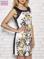 Biała sukienka z żółtym nadrukiem kwiatowym z dżetami                                  zdj.                                  3