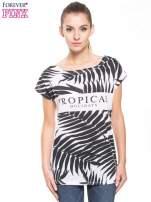 Biało-czarny t-shirt z tropikalnym printem                                  zdj.                                  3