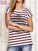 Biało-czerwony t-shirt w paski z napisem SCORPION BAY                                  zdj.                                  1