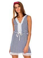 Biało-granatowa sukienka z dekoltem V-neck                                  zdj.                                  1
