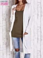 Biały długi sweter z ażurowym zdobieniem szwów                                                                          zdj.                                                                         1