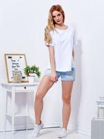 Biały t-shirt basic z podwijanymi rękawami                                  zdj.                                  4