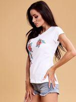 Biały t-shirt damski w kwiaty                                  zdj.                                  3