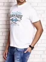 Biały t-shirt męski z napisami i kotwicą                                  zdj.                                  3