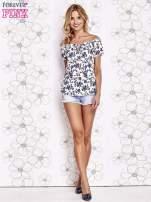 Biały t-shirt w kwiaty z marszczonym wiązanym dekoltem                                  zdj.                                  2