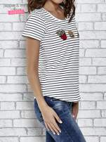 Biały t-shirt w paski z nadrukiem jedzenia