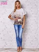 Biały t-shirt z grafiką animal print i siateczkowym tyłem                                                                          zdj.                                                                         2