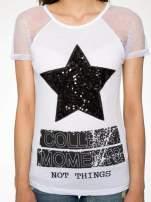 Biały t-shirt z gwiazdą z cekinów