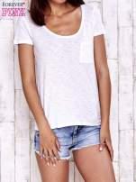 Biały t-shirt z kieszonką                                                                          zdj.                                                                         2