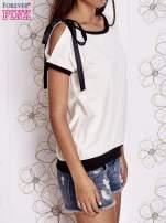 Biały t-shirt z kokardą                                  zdj.                                  3