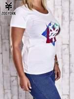 Biały t-shirt z kolorowym nadrukiem PLUS SIZE