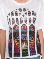 Biały t-shirt z motywem religijnym                                  zdj.                                  8