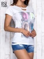 Biały t-shirt z nadrukiem Mötley Crüe                                  zdj.                                  3