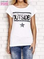 Biały t-shirt z napisem OUTSIDER                                  zdj.                                  1