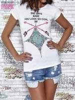 Biały t-shirt z napisem SHE SAYS BABE YOU LOOK SO COOL XX
