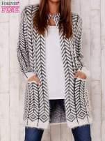 Biały wełniany sweter z kieszeniami                                  zdj.                                  1