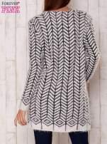 Biały wełniany sweter z kieszeniami                                  zdj.                                  4