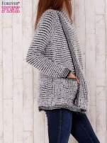 Biały włochaty otwarty sweter                                                                           zdj.                                                                         3