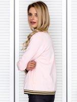 Bluza damska z błyszczącym ściągaczem jasnoróżowa                                  zdj.                                  5