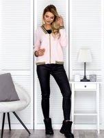 Bluza damska z błyszczącym ściągaczem jasnoróżowa                                  zdj.                                  4