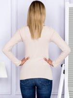 Bluzka damska w prążek z paseczkami przy dekolcie jasnobeżowa                                  zdj.                                  2