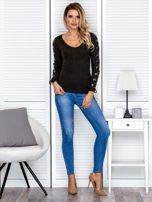 Bluzka damska w prążek ze sznurowanymi rękawami khaki                                  zdj.                                  4