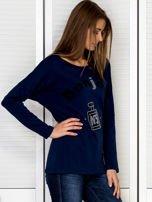 Bluzka damska z motywem perfum i dżetami granatowa                                  zdj.                                  3