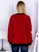 Bordowa bluza z tekstową taśmą na rękawach                                  zdj.                                  2