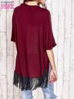 Bordowy sweter z podwijanymi rękawami i frędzlami na dole                                  zdj.                                  2