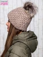 Brązowa czapka o grubym splocie z pomponem                                  zdj.                                  2