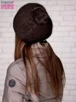Brązowa czapka z błyszczącą aplikacją                                  zdj.                                  2