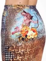 Brązowa ołówkowa spódnica z artystycznym nadrukiem