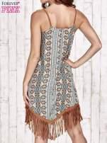 Brązowa sukienka w etniczne wzory z frędzlami