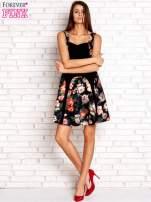 Brązowa sukienka z kwiatowymi wstawkami i kwadratowym dekoltem                                  zdj.                                  4