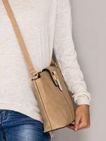 Brązowa torebka z ozdobną klapką                                   zdj.                                  2