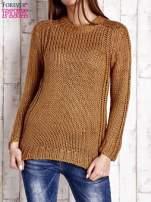 Brązowy dzianinowy sweter o szerokim splocie                                  zdj.                                  1