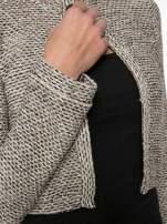 Brązowy melanżowy dzianinowy mini żakiet zapinany na jeden guzik