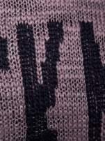 Brązowy sweter z nadrukiem i efektem destroyed