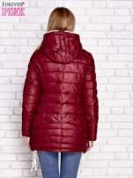 Ciemnoczerwona pikowana kurtka z kontrastowymi suwakami                                  zdj.                                  4