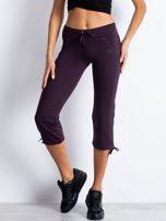 Ciemnofioletowe spodnie dresowe capri z aplikacją z dżetów                                                                          zdj.                                                                         4