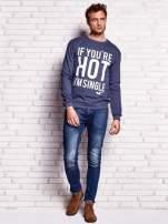 Ciemnoniebieska bluza męska z napisem IF YOU'RE HOT I'M SINGLE                                  zdj.                                  4
