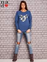 Ciemnoniebieska bluza z nadrukiem moro                                  zdj.                                  2