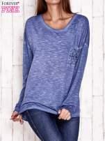 Ciemnoniebieska dekatyzowana bluzka z koronkowymi wstawkami                                  zdj.                                  1