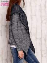 Ciemnoniebieski melanżowy sweter z kapturem                                  zdj.                                  3