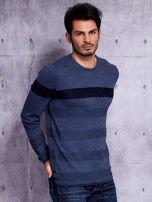 Ciemnoniebieski sweter męski z kontrastową wstawką                                  zdj.                                  5