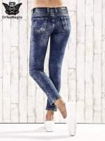 Ciemnoniebieskie spodnie jeansowe marble denim                                                                          zdj.                                                                         3