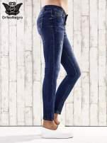 Ciemnoniebieskie spodnie rurki z dżetami                                  zdj.                                  3