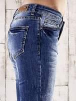 Ciemnoniebieskie spodnie rurki z przetarciami                                  zdj.                                  5